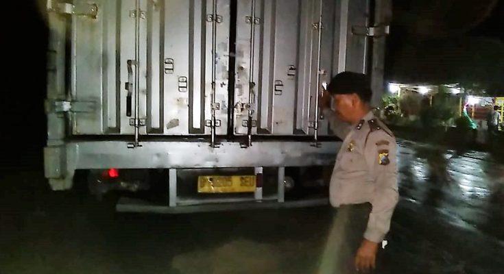 Truk bermuatan beras yang diamankan polisi. (foto:fat)