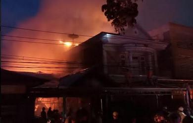 Bangunan ruko di Jalan Johan Idrus, Kelurahan Akcaya,  Pontianak,  ludes terbakar.(Foto/das)