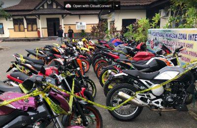 Puluhan sepeda motor asal Malaysia hasil sitaan Sat Reskrim Polres Bengkayang. (Foto/das)
