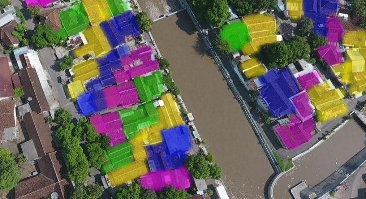 Kampung kelir di lingkungan Dam Sluwice, Kelurahan Dawuhan, Kecamatan Kota, Kabupaten Situbondo.