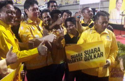 Ketum Golkar Airlangga, Ketua DPRD Nurhamim, Bupati Sambari beserta jajaran DPP dan DPD Golkar saat hadiri silaturahim dan temu kader. (Foto/didik hendri)