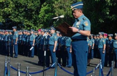 Asisten Pengamanan Kepala Staf Angkatan Laut (Aspam Kasal) Laksamana Muda TNI S. Irawan, S.E., M.M., saat memimpin upacara bendera tujuh belasan di Lapangan Apel Mabesal, Cilangkap, Jakarta Timur, Senin (18/3/2019).