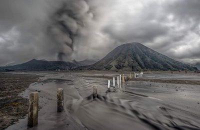 Aktivitas vulkanik Gunung Bromo.