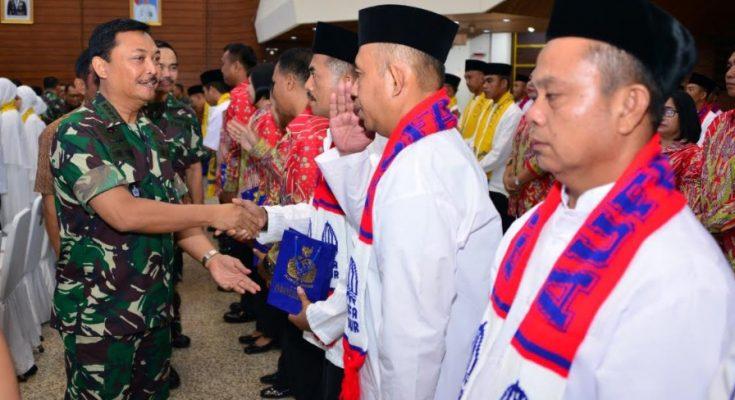 Kepala Staf Angkatan Laut (Kasal) Laksamana TNI Siwi Sukma Adji, S.E., M.M., melepas keberangkatan 88 prajurit TNI Angkatan Laut untuk melaksanakan ibadah ke tempat suci .