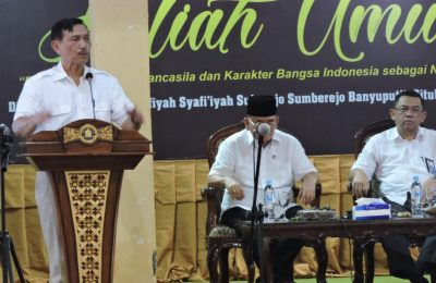 Menteri Koordinator Bidang Kemaritiman Luhut Binsar Pandjaitan, di Ponpes Salafiyah Syafi'iyah Sukorejo, Desa Sumberejo, Kecamatan Banyuputih, Kabupaten Situbondo, Jawa Timur, Jumat (29/3/2019).