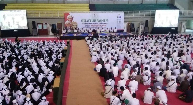 RGS bersama para kiai dan ribuan alumni santri berdoa untuk kemenangan Jokowi-Ma'ruf Amin. (Foto/didik hendri)
