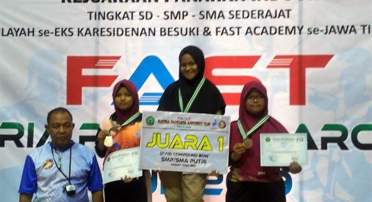 Atlet panahan Situbondo meraih dua medali emas dalam kejuaraan panahan antar pelajar. (foto:fat)