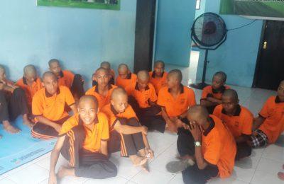 Para anjal masih usia sekolah yang mendapat pembinaan di rumah Singgah Dinsos Kabupaten Pasuruan. (Foto : abd)