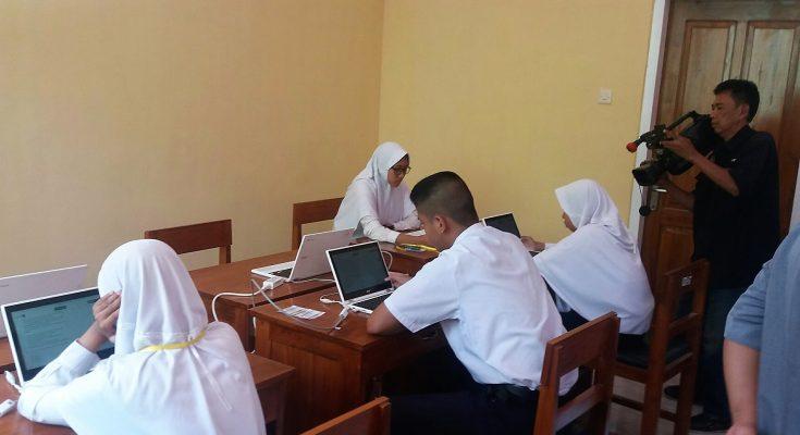 Para siswa salah satu SMP di Kota Situbondo, saat mengikuti UNBK Tahun 2019. (foto:fat)