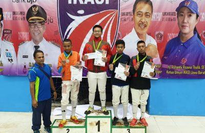 Atlet anggar Situbondo bernama Billa Dwi Alfiantoro, meraih medali emas dalam kejuaraan nasional (Kejurnas) anggar antar pelajar dan open Tahun 2019. (foto:fat)