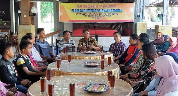 Kadisdikbud, Fathor Rakhman (tengah), memberikan arahan di acara training center OSN. (foto:fat)