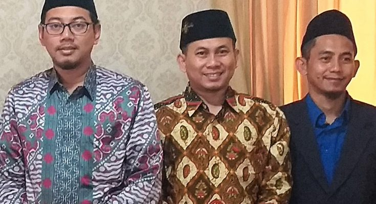 HM Wafiyul Ahdi, Ketua Umum Yayasan Pondok Pesantren Bahrul Ulum, Jombang (berkaca mata), (Foto : istimewa)