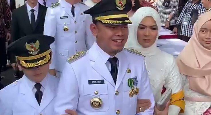 Walikota Bogor Bima Arya Sugiarto didampingi istri dan anaknya, saat menyapa warga Kota Bogor