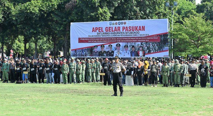 personel Perlindungan Masyarakat (Linmas) Kabupaten  Situbondo, menyatakan  siap untuk membantu mengamankan pelaksanaan Pemilu serentak. (foto:fat)