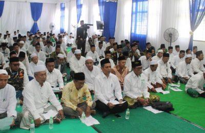 Ratusan Ulama dan Santri yang mengikuti doa bersama di Ponpes Bayt Al Hikmah, Krampyangan, Kota Pasuruan, Sabtu (6/4/2019). (Foto :abd)