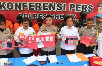 Kapolres Gresik AKBP Wahyu S Bintoro saat gelar perkara kasus sabu-sabu. (Foto/didik hendri)