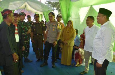 Bupati Dadang Wigiarto, Wabup Yoyok Mulyadi, bersama anggota Forkopimda Situbondo memantau langsung pelaksanaan Pemilu disejumlah TPS di Kabupaten Situbondo, Rabu (17/4/2019). (foto/fat)