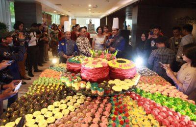 Warna warni cup cake, manjadi tema peringatan Hari Kartini di Hotel aston Madiun. (foto/hap)