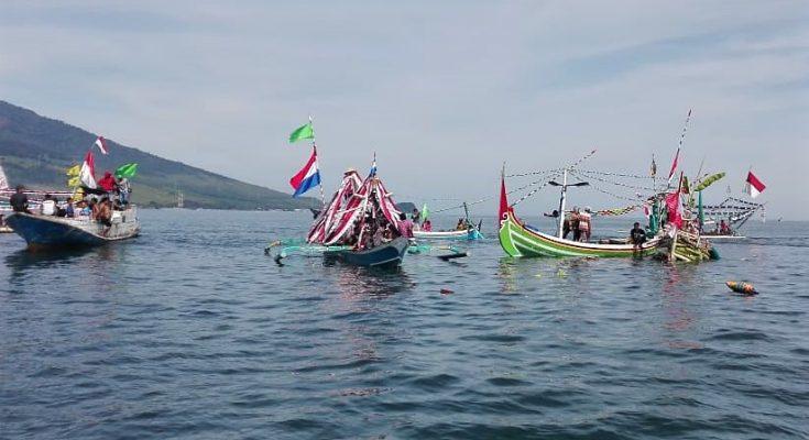festival petik laut di Kampung Blekok, Desa Klatakan, Kecamatan Kendit, Kabupaten Situbondo.. (foto:fat)