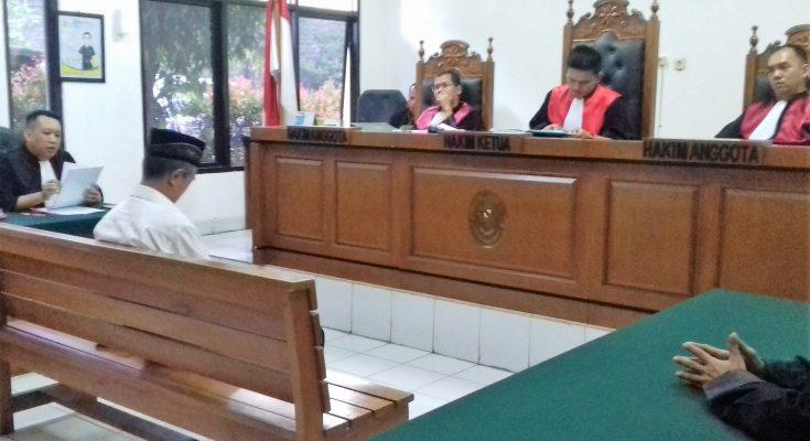 Suasana sidang  Lurah Kalibaru di Pengadilan Negeri Depok. (foto:ltf)