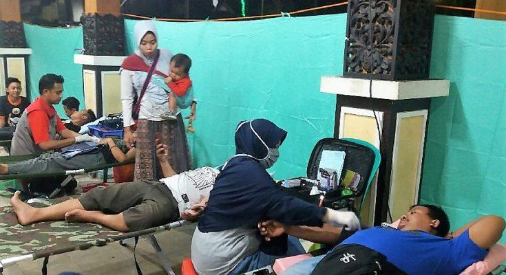 Palang Merah Indonesia (PMI) Kabupaten Situbondo, menggelar kegiatan donor darah,. (foto:fat)