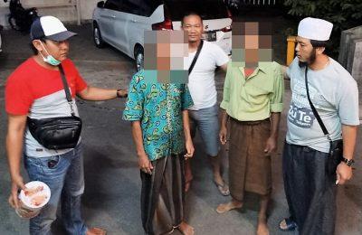Dua warga diamankan polisis saat bermain judi di dekat masjid di bulan ramadhan. (foto:fat)