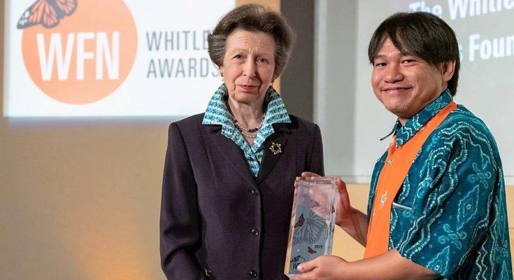 Wendi Tamariska dari  meraih penghargaan Whitley Award 2019 atas dedikasinya di bidang konservasi dan lingkungan. Penghargaan tertinggi di bidang konservasi itu diterimanya langsung dari Putri Kerajaan Inggris Princess Anne, (foto:istimewa)