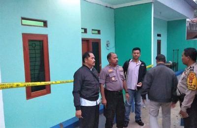 Polisi mengamankan kediaman rumahterduga teroris di Depok. (foto:latf)