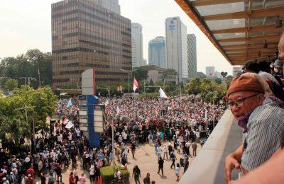 Dampak aksi unjuk rasi di tiga titik wilayah Jakarta akibatkan kerugian sektor perniagaan mencapai 1,5 trilyun rupiah. (foto: EH)