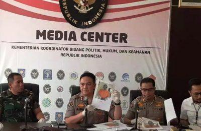 Kadiv Humas Polri Irjen Pol. M. Iqbal menjelaskan penangkapan 6 tersangka perusuh aksi 22 Mei dalam konferensi pers bersama unsur TNI di Kemenkopolhukam, Senin (27/5/2019). (Ist)