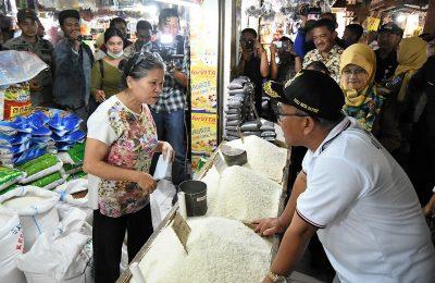 Walikota Depok Muhammad Idris Abdul Somad melakukan sidak di pasar Depok. (foto:ltf)