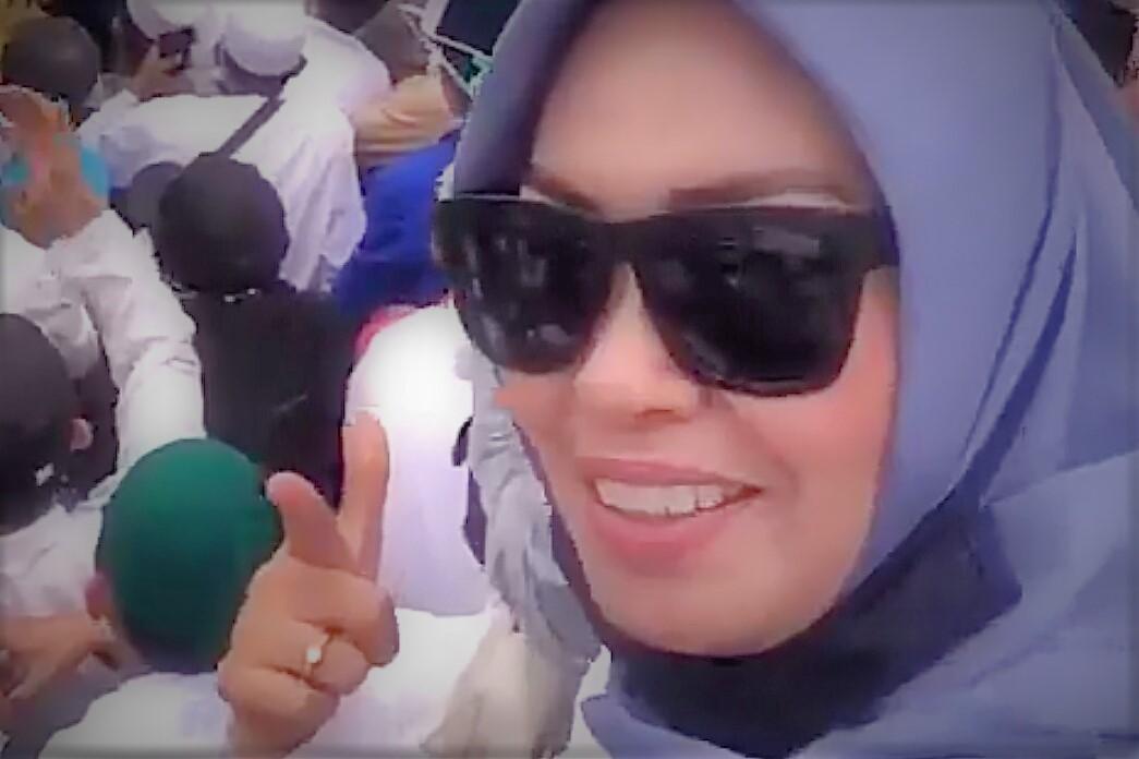 Wanita ini diduga yang merekam video viral ancaman  akan memenggal kepala Presiden Jokowi.