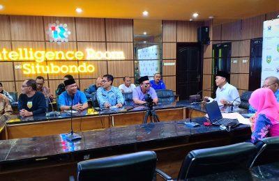 Wabup Yoyok Mulyadi, saat meminpin rapat sembilan Kades diruang IR Pemkab Situbondo. (foto:fat)