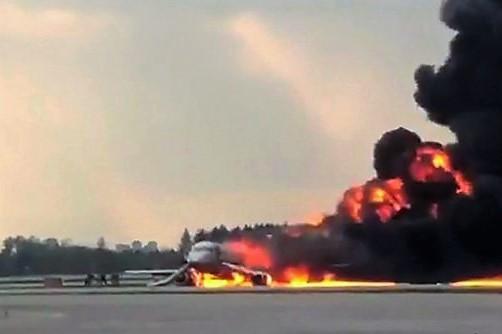 Detik menegangkan saat pesawat Sukhoi SSJ 200 terbakar