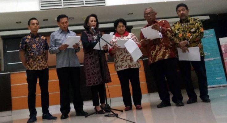 Ketua Pansel Yenti Garnasih mengumumkan hasil seleksi administrasi Capim KPK periode 2019-2023 di Lobby Gedung 1 Kementerian Sekretariat Negara, Jalan Veteran, Jakarta Pusat, Kamis (11/7/2019). (Tjg)