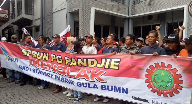 Petani tebu Situbondo ancam aka kembali menggelar aksi unjuk rasa. (foto:fat)