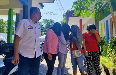 Empat PSK yang terjaring razia Satpol PP di kota Situbondo. (foto:fat)