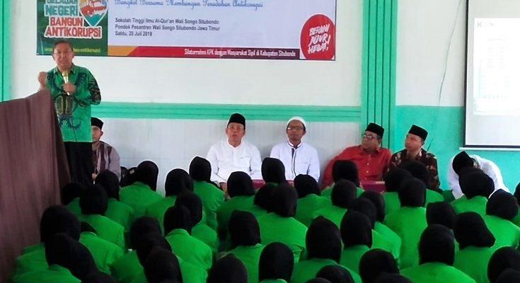 Pensehat KPK RI saat bertemu dengan para mahasiswa STIA Wali Songo. (foto:fat)