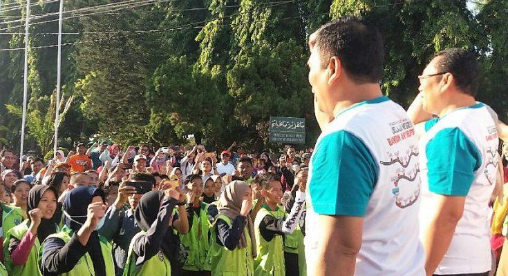 KPK RI, Bupati dan Wabup, saat berfoto bersama dalam deklarasi antikorupsi. (foto:fat)