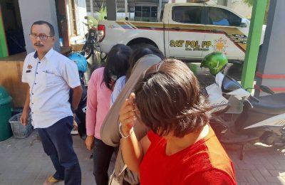 Empat PSK saat digelandang ke Kantor Satpol PP pemkab Situbondo. (foto:fat)