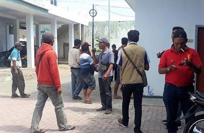 Puluhan sopir MPU, saat mendatangi kantor Dishub Pemkab Situbondo. (foto:fat)