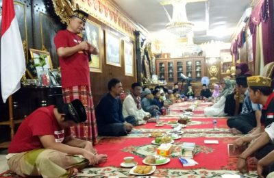 Irjen Pol. Ike Edwin saat pengajian dan santunan kepada anak yatim di rumahnya, kompleks Metro Permata 2, Tangerang Selatan, Jumat (5/7/2019). (Tjg)