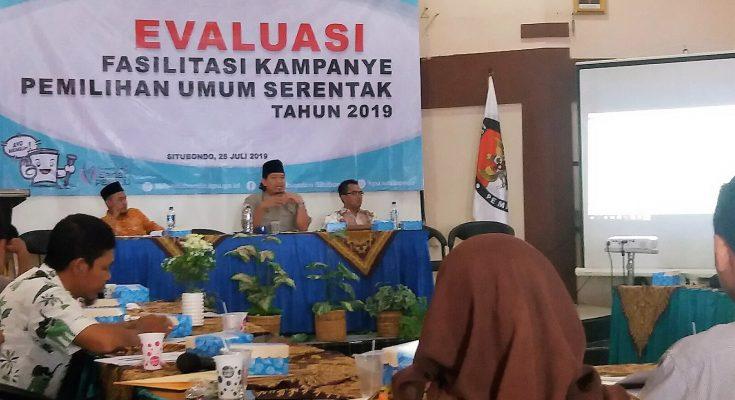 KPU Situbondo gelar rapat evaluasi pemilu. (foto:fat)