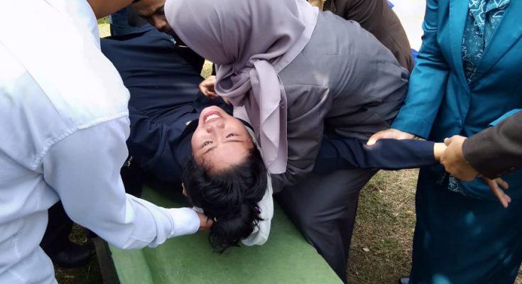 Mulik, saat kesurupan di pelantikan penjabat Pemkab Probolinggo. (foto: dic)