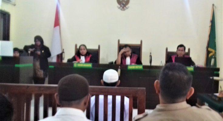 Terdakwa saat menjalani Sidang Di Pengadilan Negeri Depok. (foto:ltf)