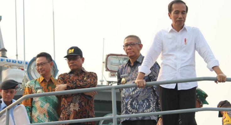 Presiden Joko Widodo saat pembangunan waterfrontcity Sungai Kapuas  Pontianak, Kalimantan Barat. (foto:das)