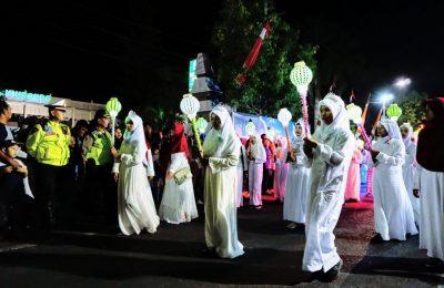 Suasan pawai lampion dalam rangka menyambut tahun baru islam (foto:fat)