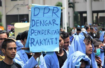 Aksi ribuan mahasiswa Kalimantan Barat meminta pemerintah memperhatikan persoalan bangsa dan segera mengatasinya terutama wilayah Kalimantan Barat yang sering diselimuti kabut asap akibat pembakaran hutan dan lahan. (das)