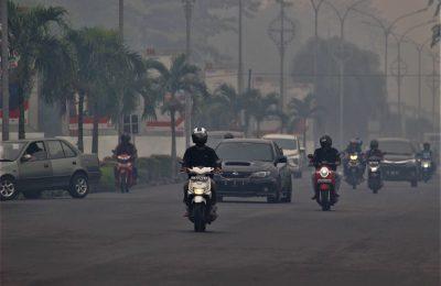 Pemerintah kota Pontianak perpanjang liburan sekolah akibat asap pekat yang menyelimuti wilayah tersebut. (foto:das)