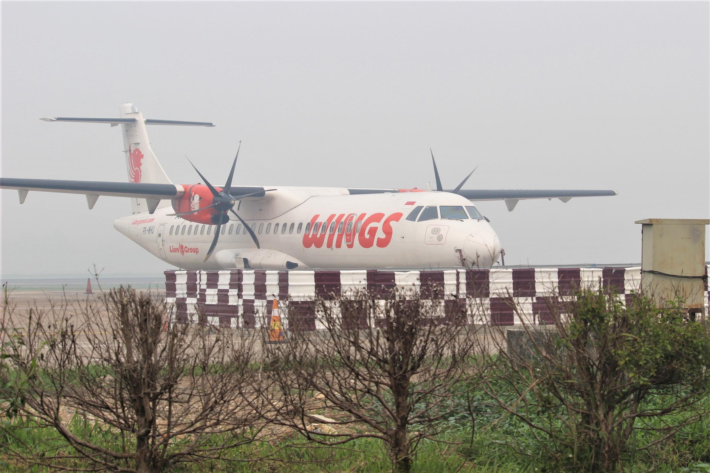 Aktivitas penerbangan terkena dampak paling besar akibat karhutla di Kalimantan Barat. Tercatat sejak Minggu dan Kamis hari ini, ada 150 penerbangan yang gagal mendarat di Bandara Internasional Kubu Raya (foto:das)